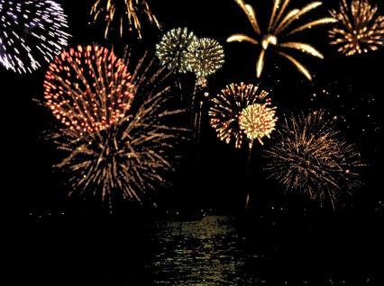 Fogos de artifício sobre o mar